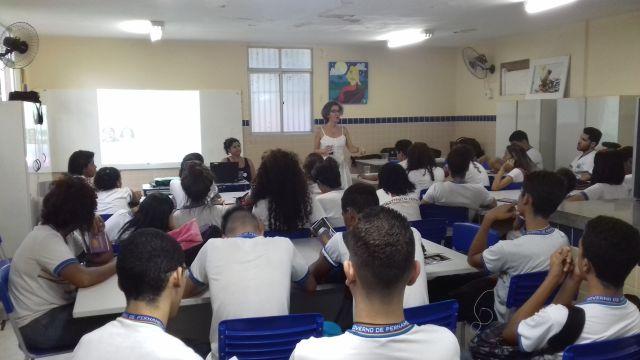 Estudantes da Rede Pública de Ensino participam de debate a respeito de violência de gênero