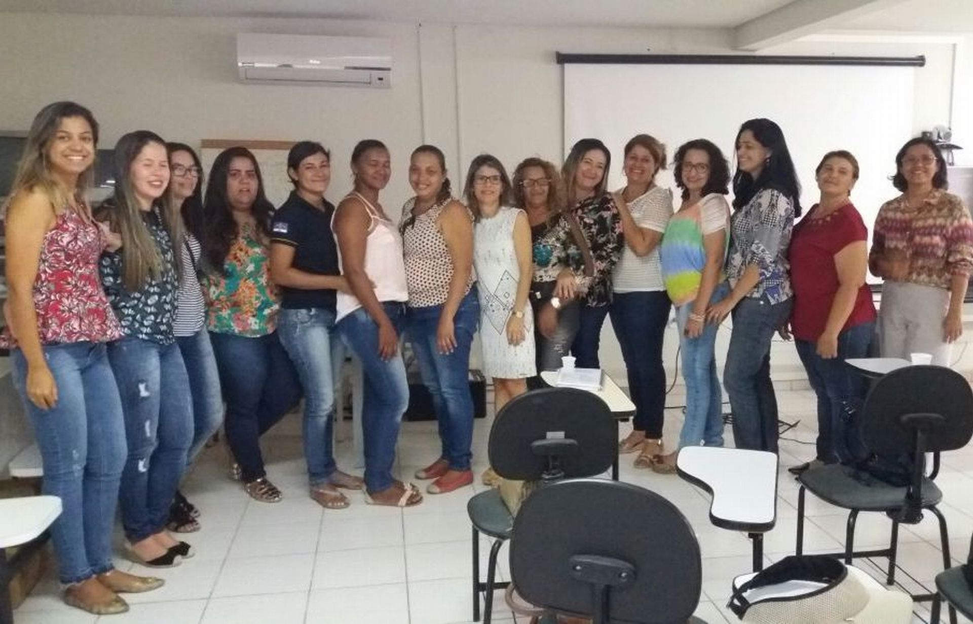 Participantes do evento lado a lado