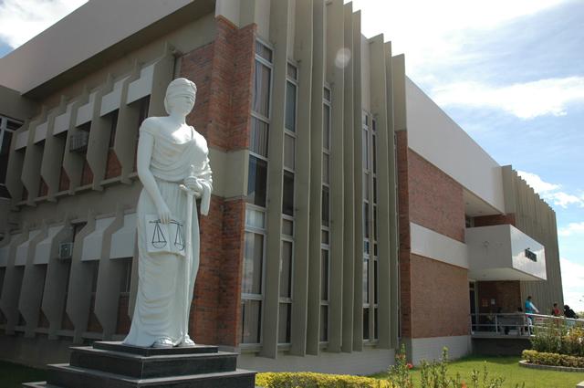 Imagem da fachada do fórum de Petrolina